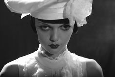Black and white photo by Eugenio Recuenco. Sweet Station, Dark Lips, Dark Makeup, Vogue Uk, Photo Series, Film Awards, Fashion Poses, Color Shapes, Doll Face