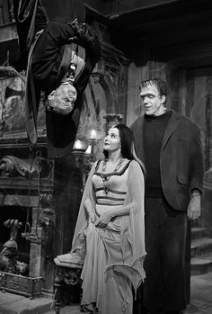 The Munster Family - Al Lewis, Fred Gwynne, Yvonne De Carlo in color from the episode Pikes Pique The Munsters, Munsters Grandpa, Munsters Tv Show, Munsters House, Yvonne De Carlo, La Familia Munster, The Monster Family, Munster Family, Rockabilly