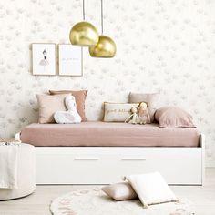 Celian cama infantil / ¡La camita perfecta!  La cama infantil Celian, es el modelo ideal para las habitaciones de los más peques gracias a su diseño de líneas sencillas y acabados redondeados. La estructura de la cama es de melamina en color blanco, perfecta para combinar con los textiles que más te gusten.  Esta cama juvenil permite muchas variaciones. Consúltanos para conocer todos los acabados y medidas disponibles.  *En la imagen, Celian cama nido. Dance Bedroom, Kids Bedroom, Dresser As Nightstand, Floating Nightstand, Tumblr Room Decor, Ikea, Beach House Decor, Home Decor, Big Girl Rooms