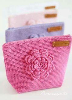 best ideas for crochet bag pattern free clutches coin purses Crochet Wallet, Crochet Coin Purse, Free Crochet Bag, Crochet Purses, Crochet Gifts, Crochet Motifs, Bead Crochet, Filet Crochet, Crochet Patterns