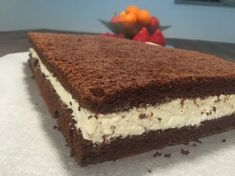 Hjemmelavet mælkesnitte kage Diy Snacks, Danish Food, Almond Joy, Rocky Road, Cakes And More, Cake Recipes, Delish, Sweet Tooth, Bakery