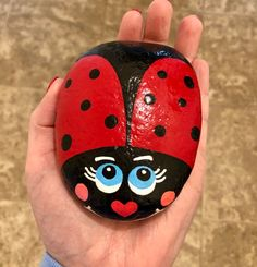 Hand-painted rocks from Texas that make you smile! by GingerRockShop Bee Rocks, Ladybug Rocks, Lady Bug Painted Rocks, Painted Rocks Kids, Rock Painting Ideas Easy, Rock Painting Designs, Pebble Painting, Stone Painting, Minion Rock