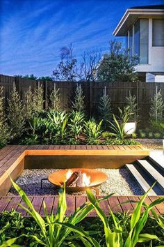 DIY Fire Pit Ideas and Backyard Seating Area 57 backyard design diy ideas Sunken Fire Pits, Deck Fire Pit, Fire Pit Seating, Backyard Seating, Fire Pit Backyard, Backyard Patio, Seating Areas, Modern Backyard, Sunken Patio