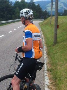 Dit wielershirt hebben ontworpen voor een opdrachtgever die 6 bedrijven op een wielershirt wilde hebben. Dat is voor ons geen probleem. Wil jij ook een wielershirt voor meerdere bedrijven? Neem dan contact met ons op. http://www.retrocyclingshirts.com/nl/rcs-bedrijfsshirts/