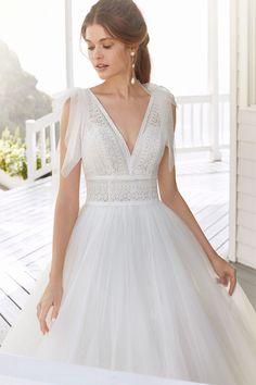 Courtesy of Rosa Clara Wedding Dresses; Weeding Dress, Wedding Dress Chiffon, Classic Wedding Dress, Wedding Dress Trends, Fall Wedding Dresses, Bridal Dresses, Wedding Gowns, Wedding Bride, Lace Wedding