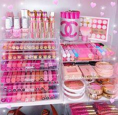 💕💖💕 Happy Sunday 💕💖💕 #makeupvanity #milanicosmetics #makeup #makeuplover #colourpopcosmetics #nars #anastasiabeverlyhills #babylips #lipstickaddict #maybelline #liquidlipstick #like4like #prettymakeup #pink #effyourbeautystandards #makeupfanatic1 #makeupbyme #motd #eotd #opihellokitty #cute #girly #urbandecay #makeupgirl #vanitytable #makeuporganizer #makeupobsessed #nyxcosmetics #makeupbeushes #makeupaddict: