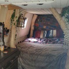 4 poster tree bed and vanity unit Narrowboat Recalcitrant June 2015
