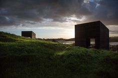 Eyrie : Cheshire Architects, cabins Set on an estuary roughly an hour north of #Auckland #NewZealand