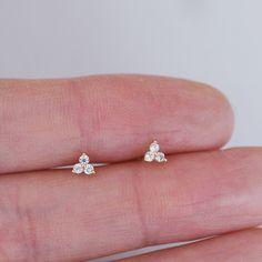 Jewelry Design Earrings, Gold Earrings Designs, Ear Jewelry, Small Earrings, Stud Earrings, Kids Earrings, India Jewelry, Bead Jewellery, Jewellery Designs