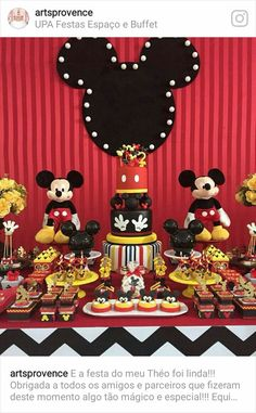 Mickey Mouse birthday party is all time hit with kids. Kids and adults love Mickey and so nothing comes as a surprise. Festa Mickey Baby, Fiesta Mickey Mouse, Mickey Mouse Bday, Mickey Mouse Baby Shower, Mickey Mouse Clubhouse Birthday, Mickey Mouse Parties, Mickey Party, Elmo Party, Dinosaur Party