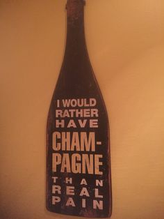"""Da série: Filosofias dos porões de NY: """"Eu prefiro tomar champagne do que sentir dor."""" Parece meio óbvio, mas vou apoiar o autor da frase (desconhecido) e afirmar que mesmo com toda a ressaca do mundo, eu prefiro garrafas de champanhe, prosseco, cava, a qualquer outro tipo de sofrimento!"""
