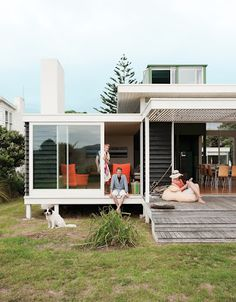 My favourite Dwell space. I want a bach.(NZ beach house by architect Gerald Parsonson :: Dwell Magazine) Veranda Design, Casas Containers, Interior Architecture, Interior Design, Interior Decorating, Beach Shack, Outdoor Spaces, Indoor Outdoor, Outdoor Living