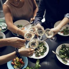 healthy dinner recipes under 500 calories per mile 2 mile Buy Alcohol Online, Beer Online, Order Wine Online, Fun Wine Glasses, White Wine Glasses, Chefs, 500 Calories, Wine And Beer, Fun Cocktails