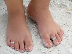 How to Whiten Yellow Toenails-this really workks! I paint my toenails all the time which = discolored toenails