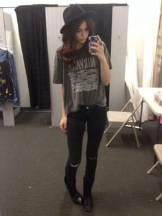 i honestly am not all into acacia clark and in fact i really hate some of the shit she has said and done but i can't deny that she is probably one of the most gorgeous girls out there and dresses amazing. Im warming up to her i guess, people do change after all