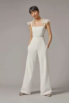 White Pantsuit Wedding, Plain Wedding Dress, Wedding Dress Suit, Pant Suits For Wedding, Womens Wedding Suits, Wedding Dresses, Wedding Rehearsal Outfit, Rehearsal Dinner Outfits, Bridesmaid Outfit