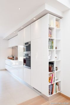 Modern Kitchen Design – Want to refurbish or redo your kitchen? As part of a modern kitchen renovation or remodeling, know that there are a . Kitchen Room Design, Kitchen Layout, Home Decor Kitchen, Interior Design Kitchen, Kitchen Ideas, Diy Interior, Küchen In U Form, Contemporary Kitchen Design, Kitchen Modern