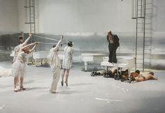 """Goethe-Institut - Picture gallery Bühnenbildner. After Rainald Goetz (""""Krieg"""") """"Und siehe es geschah in jener Nacht"""", 1991, Staatstheater Stuttgart, Director: Johann Kresnik"""