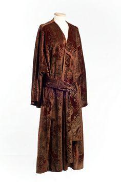 Stenciled velvet evening coat, c. 1920, Mariano Fortuny.