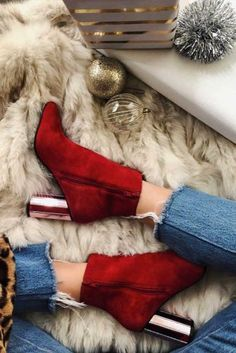 Red heels are capable of spicing up any outfit, and that is why they never lose their popularity. But how to wear red high heels? We have some tips. Red High Heels, Lace Up Heels, High Heel Boots, Pumps Heels, Heeled Boots, Stiletto Heels, Shoe Boots, Dr Shoes, Cute Shoes