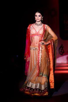 Lehenga by Anju modi..  #indianwedding, #southasianwedding, #shaadibazaar