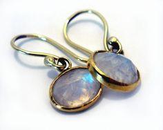 Gouden oorbellen met maansteen
