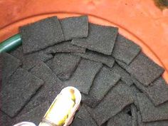 Homemade DIY fish pond biofilter eliminate green water how to build construction Pond Filter Diy, Pond Filters, Goldfish Pond, Diy Water Feature, Diy Pond, Fish Ponds, Aquaponics, Water Features, Koi