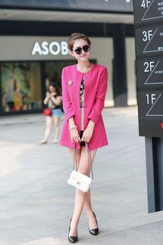 Thời trang Hàn Quốc không còn xa lạ gì đối với người Việt Nam, thâm chí chúng ta còn thường xuyên cập nhật và học tâp theo phong cách của xứ sở Kim Chi. Các nhà thiết kế Hàn Quốc không những am hiểu kiến thức về thời trang thế giới mà còn góp phần định hướng các xu hướng mới,