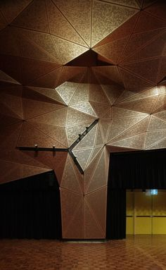 triangulated panels with integrated track lighting