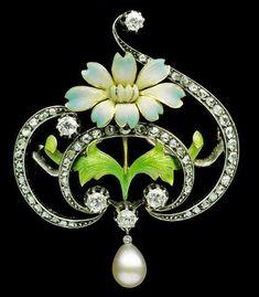 Gaston-Eugene-Omar Laffitte, brooch, gold, enamel, diamond and pearl, French, ca.1900. #GoldBrooches