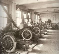 Have a look inside the Harley-Davidson factory of the yesteryear. in the Harley Davidson factory (1)