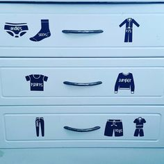 Drawer labels - perfect for getting the kids to put their own clothes away 👖👗👚👕 . Website link in bio www.thedesignroom.co.nz * * * * * * *…