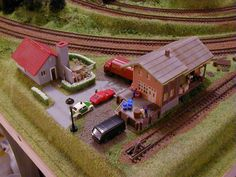 Here is one more outstanding N Scale model train layout. This is a beautifully built X N scale layout. This layout is designed so beautifully and looks extremely realistic. So there are the images of this wonderful N scale model train layout! N Scale Train Layout, N Scale Layouts, N Scale Model Trains, Model Train Layouts, Scale Models, Helix Models, Model Railway Track Plans, Garden Railroad, Mini Things