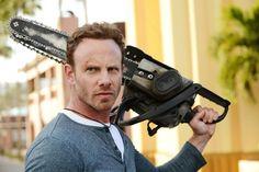 Fin Shepard (Ian Ziering)   Fin es un surfero, propietario de un bar y héroe inesperado de los Sharknados que casi destruyen Los Ángeles y Nueva York. Cuidado, tiburones: con una motosierra, Fin está armado y peligroso.