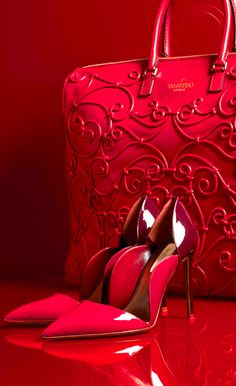 These smokin' hot red pump heels in the red patent leather. The red Valentino Tote and Pump. Only Cuz They are Valentino! Red Pumps, Red Shoes, Pumps Heels, Women's Shoes, Me Too Shoes, Shoe Boots, Beautiful Bags, Beautiful Shoes, Hello Beautiful