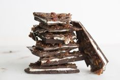 Bacon Caramel Fluff Bark That Dad Will Drool Overgoodhousemag Lamb Chop Recipes, Stir Fry Recipes, Candy Recipes, Holiday Recipes, Rosemary Lamb Chops, Caramelized Bacon, Beef Curry, Veggie Stir Fry, Macaron Recipe
