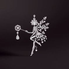 Van Cleef & Arpels wishes you an enchanting and scintillating New Year, filled with precious moments.