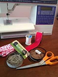 No-slip Headband: This headband tutorial requires an average level of skill with the sewing machine. These headbands really stay on your head without being too tight and the size can be adjusted. Caddy Bag, No Slip Headbands, Headband Tutorial, Sewing Accessories, Hair Ties, Hair Bands, Bows, Craft Ideas, Fitness