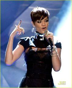 Love this Rihanna hair style