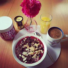 Guten Morgen der Tag kann nicht schöner beginnen als mit einer leckeren #smoothiebowl einem #osaft und einem #kaffee. Natürlich will ich euch das nicht vorenthalten. Vielen Dank an @vicis_kitchen für den tollen Tipp zu #justspices Oatmeal Gewürz und danke an #julianzietlow für den gewissen #smacktastic #raspberryvanilla Kick. wie immer eine Geschmacksexplosion #oatmeal #oatmealporn #gesundundlecker #frühstück #breakfast #lowcarb #foodporn #foodgasm #haveaniceday #abnehmenmachtspass…