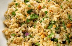 How long does quinoa last? Find out how long quinoa seeds last and the best way to store them for extended shelf life. Quinoa lasts. High Protein Vegetarian Recipes, Quinoa Salad Recipes, Vegan Recipes, Cooking Recipes, Quinoa Recipe, Tabouli Recipe, Quinoa Nutrition, Quinoa Diet, Cooked Quinoa