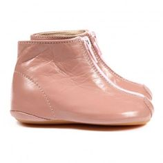 http://static.smallable.com/311428-thickbox/bootees-pink.jpg