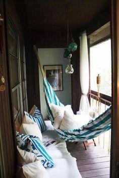 Гамак на балконе - потрясающая идея