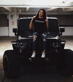 Jeep Wrangler, Jeep Jk, Jeep Truck, Trucks And Girls, Car Girls, Jeep Baby, Four Wheel Drive, Female Poses, Jeep Life