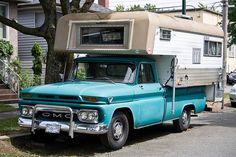 Classic Vintage GMC Truck with cab over camper. Mini Camper, Camper Tops, Slide In Camper, Gmc Pickup Trucks, Pickup Camper, Gm Trucks, Truck Camper, Vintage Trailers, Vintage Trucks