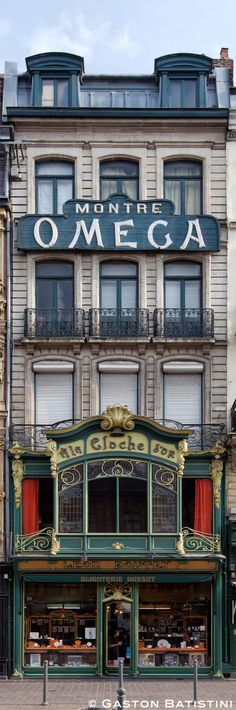A la cloche d'Or, Rue des Manneliers, Lille, France . Have been to Lille. It's a gorgeous city and not too far to drive from Calais Paris Travel, France Travel, Paris France, Beautiful Buildings, Beautiful Places, Art Nouveau, Art Deco, The Places Youll Go, Places To Visit