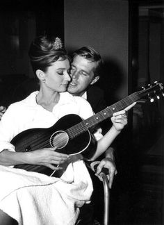 Audrey Hepburn and George Peppard on set, Breakfast at Tiffany's (1961) <3
