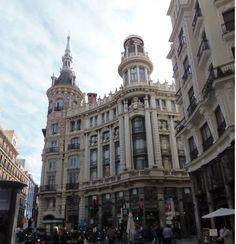 La Carrera de San Jerónimo, tiene su inicio en la Puerta del Sol finalizando en la Plaza de Cánovas del Castillo o Neptuno como se la c...