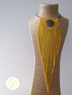 Collier en macramé jaune et cuivré