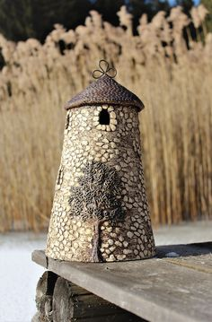 birdhouses V z ostrova Ile de Ouessant Pottery Houses, Ceramic Houses, Ceramic Pots, Ceramic Tableware, Ceramic Pottery, Diy Crafts Slime, Clay Crafts, Fairy Garden Furniture, Doll House Crafts